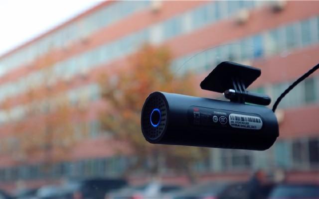 怒怼碰瓷党,这小圆筒语音控制还能抓拍照片 — 米家70迈行车记录仪体验