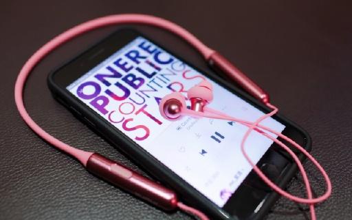时尚感爆棚的快充功能蓝牙耳机,1MORE Stylish双动圈颈挂式蓝牙耳机