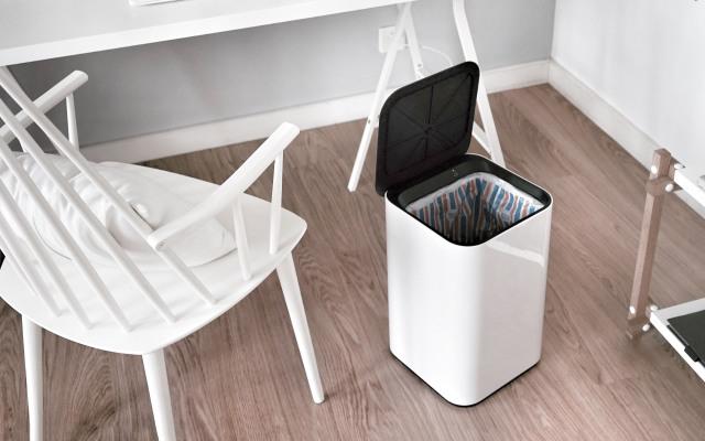 踢一脚就能动的垃圾桶,爆表颜值放哪都合适 | 视频