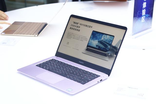 华为MateBook13惊艳登场:一碰传黑科技光速上传照片