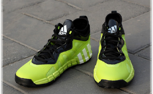 阿迪达斯篮球鞋:顶尖专利SPRINTWEB科技,灵活快速和舒适的超级体验