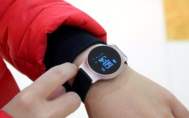 一键体检测疲劳值,讯智手环让你省掉体检费 — 迅智M95手环上手体验