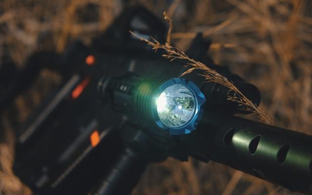 高流明遠射耐造,致敬經典同時再度升級——OLIGHT武士X旗艦戰術手電