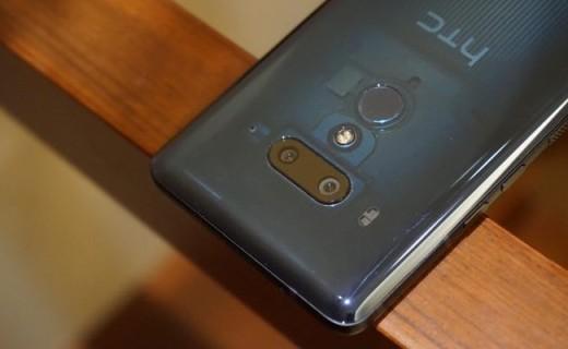 HTC U12+上手图赏:透视蓝配色科技感与时尚并存