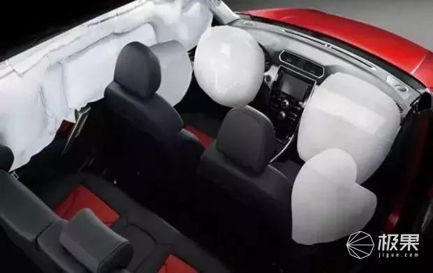 5吨钢筋压顶,车主仅受轻伤,这国产车的安全性让国外豪车都脸红