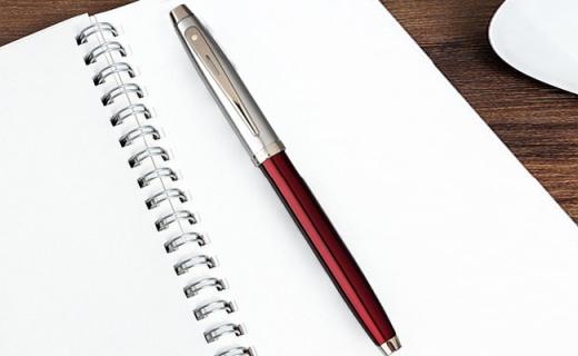 犀飞利签字笔:树脂笔杆出墨均匀,流线造型精致不凡