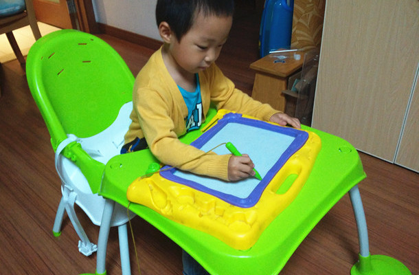 和宝宝一起成长的餐椅 - 美泰费雪四合一餐椅试用