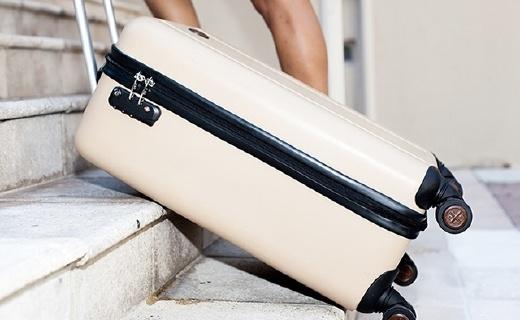 可以拉着上台阶的旅行箱,还自带称重功能