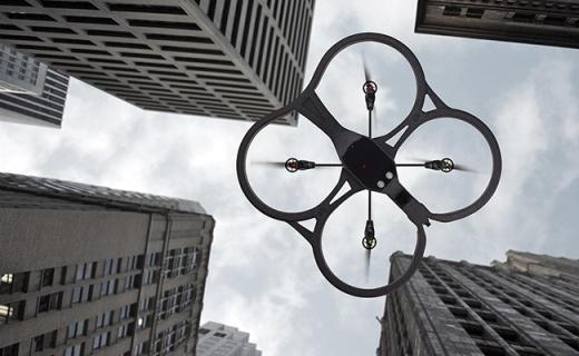 派诺特AR.Drone 2.0飞行器:小巧身形易操控,高清镜头随意拍摄