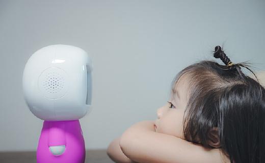这个会聊天的萌货机器人,让话唠宝宝根本停不下来