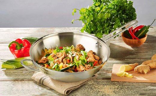 双立人厨具套装:专利材质好打理,受热均匀食物更美味
