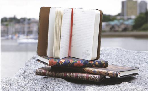 Paperblanks日程本:复古雕刻印花,无酸纸张书写更爽滑