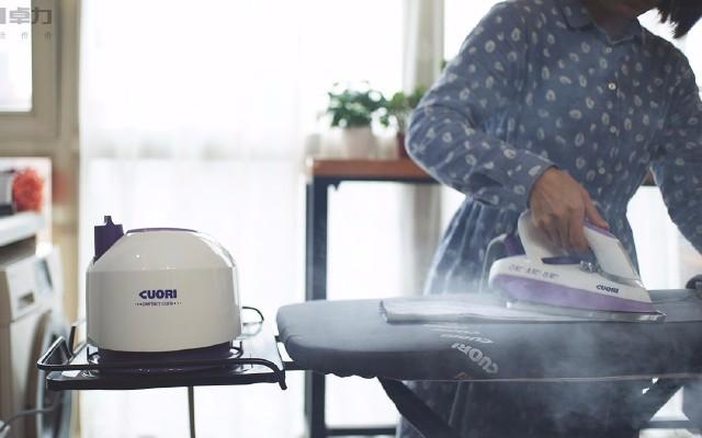 瞬间消除褶皱的熨烫神器,老婆从此爱上家务 — 卓力蒸汽熨烫机体验 | 视频