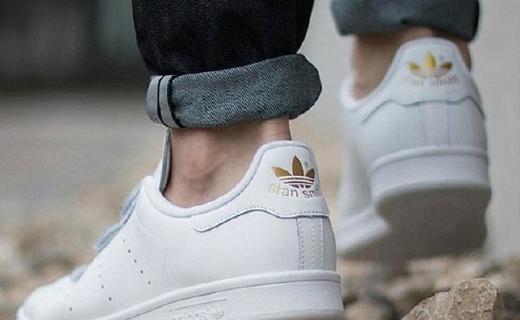 阿迪达斯S75188休闲鞋:皮革鞋面柔软透气,魔术贴设计穿脱方便