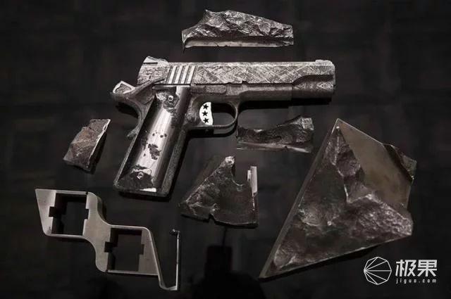 惊呆了!老外竟用太空陨石造枪,售价3000万