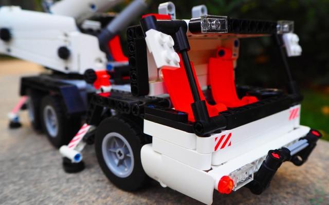 媲美乐高的小米米兔积木工程吊车,大人小孩都能玩