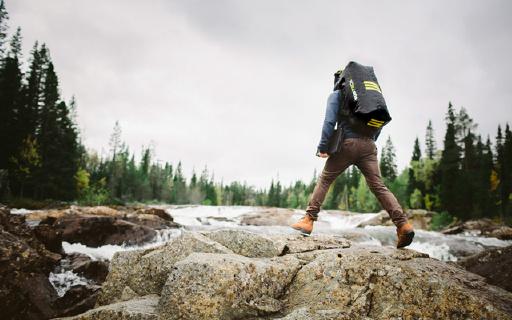 这款背包能充气!完全气密,防水深度50米!