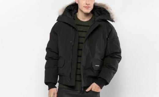 Canada Goose羽绒服:天然郊狼毛毛领,款式时尚休闲