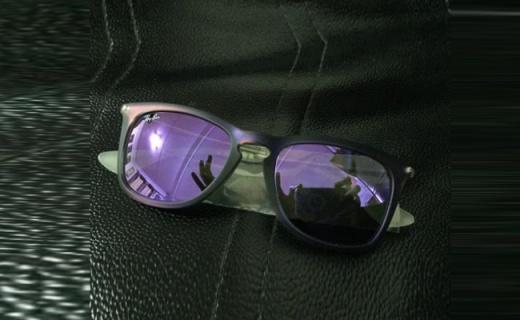 雷朋RB4221F太阳镜:大框设计显脸小,纤细镜腿不压鼻梁
