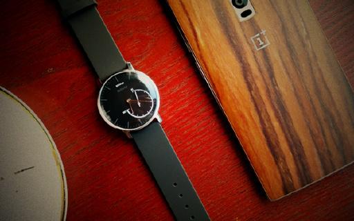 智能手表续航短?这块颜值爆表的智能手表能续航8个月