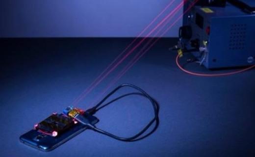 激光充电!国外科学家展示充电新技术