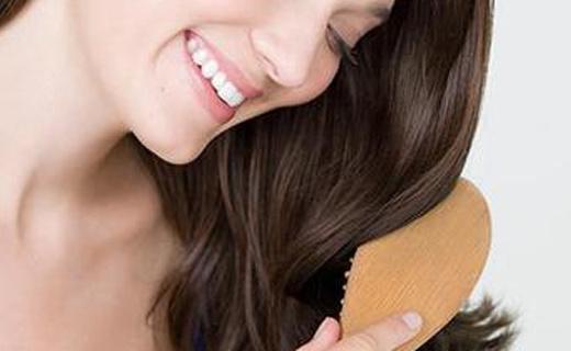 索利斯美发梳:柔顺发丝防静电,按摩头皮超舒适