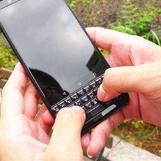 槽点依旧,但这是最后一代纯正血统黑莓手机 — 黑莓 KEYone手机上手评测 | 视频