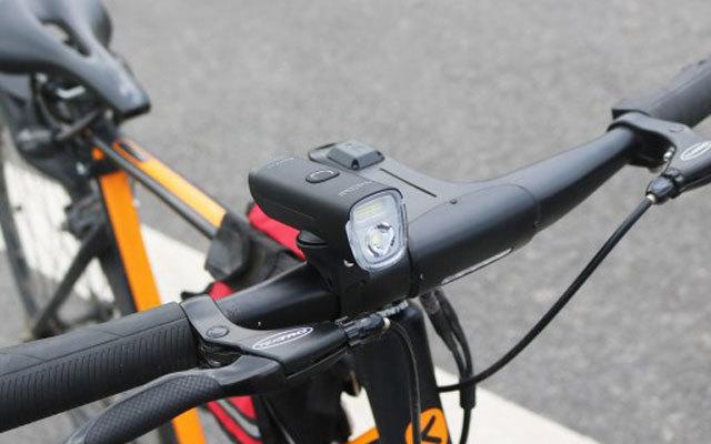 迈极炫自行车前灯评测,续航持久照明亮,防水防摔易安装