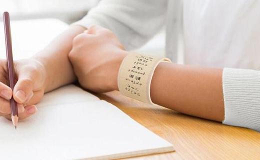 硅胶打造的腕带,居然是一款永久性便利贴!