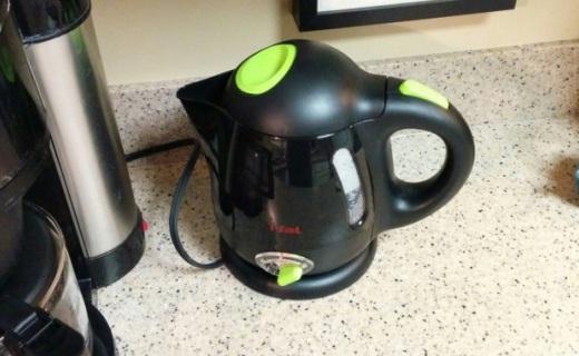 特福BF6138电热水壶:多种温度可调节,烧水快捷不蜂鸣