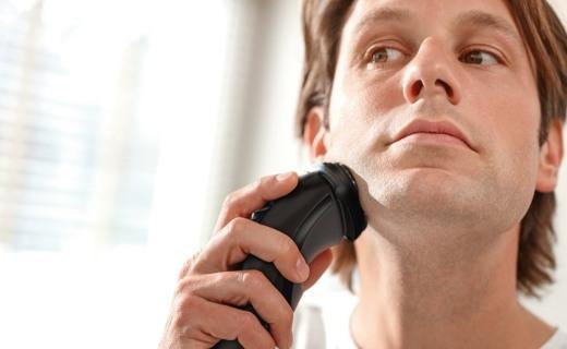 飞利浦 S3310电动剃须刀:4向浮动刀头,贴合面部剃须更干净