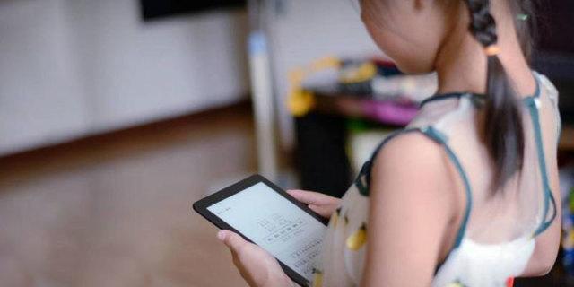 爱看书的小仙女对它总不撒手,国产千元电子书掌阅课外书体验