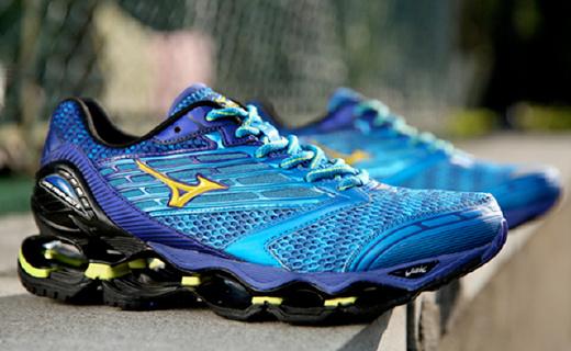 最强机械减震跑鞋,穿了就像踩弹簧