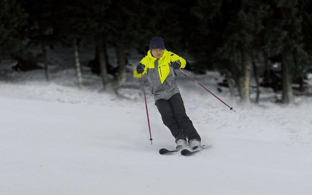 不惧狂风暴雪,HALTI滑雪服挑战高山滑雪场