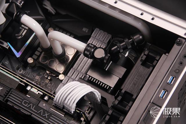 CR7总裁主题主机—影驰RTX2080装机体验
