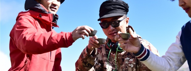 轻巧便携钛合金茶具,让我户外高山也能品茶 | 视频