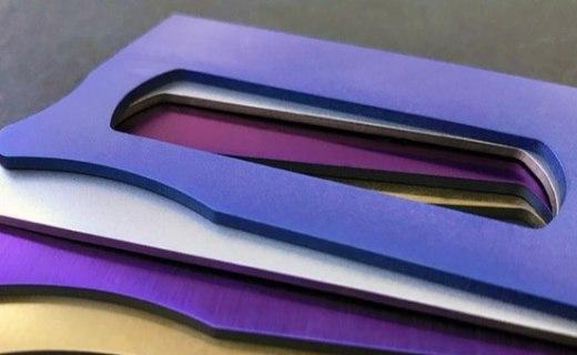 纸牌大小却拥有5种功能,钱包里的小型工具箱