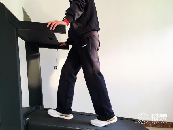 有了它还要办什么健身卡?把教练请回家—赤兔Pro跑步机
