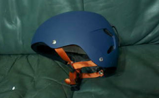 Bern Macon滑雪头盔:PC+ABS混合盔体,轻量坚固耐撞击