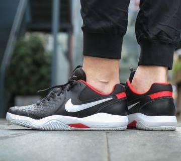 耐克AIR ZOOM RESISTANCE运动鞋:柔软织物鞋面,橡胶鞋底抓地力强