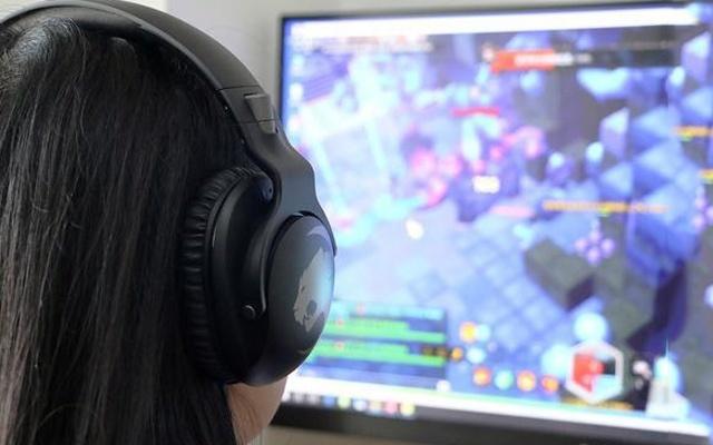 简约不简单,这耳机能听声辨位,游戏像开挂 — 冰豹 悍音 Khan PRO 头戴式耳机体验