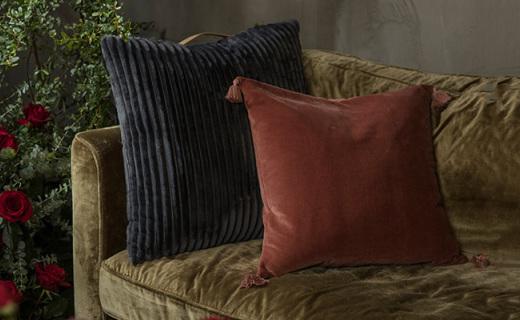 野兽派平绒方形靠垫:质地厚实手感舒适,居家必备