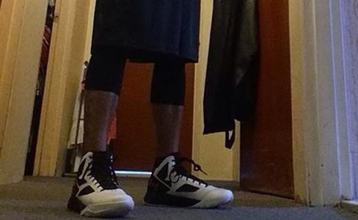 安德玛Clutchfit Drive2篮球鞋:减震防滑超强弹力,运球更迅速