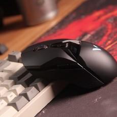 带有OLED显示屏幕的游戏鼠标,雷柏VT950双模游戏鼠标体验