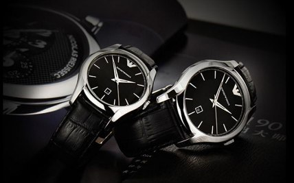 阿玛尼手表:矿物强化玻璃镜面,200mm防水方便日常