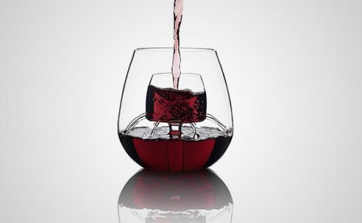 自带醒酒孔的喷泉杯,喝红酒再也不用费心摇杯