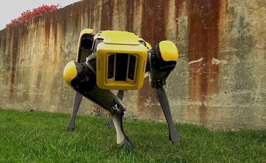 蠢萌!波士顿动力公司发布最新款机器人(狗)