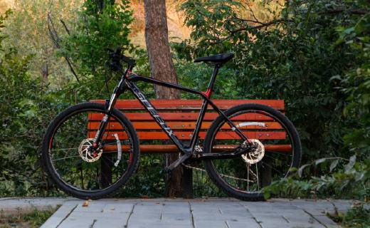 碳纤维强缓震的智能单车,变速灵活让骑行更省力