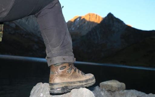 谁说透气、防水无法在重装鞋上做到均衡:   LOWA  BALTORO重装鞋评测