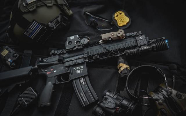 黑暗中的高射炮,武士滿血歸來——傲雷武士X戰術手電測評